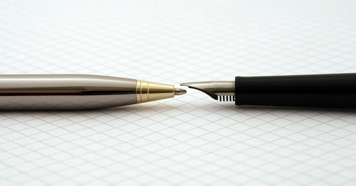 Debiteurenbeheer foto - 2 pennen op papier