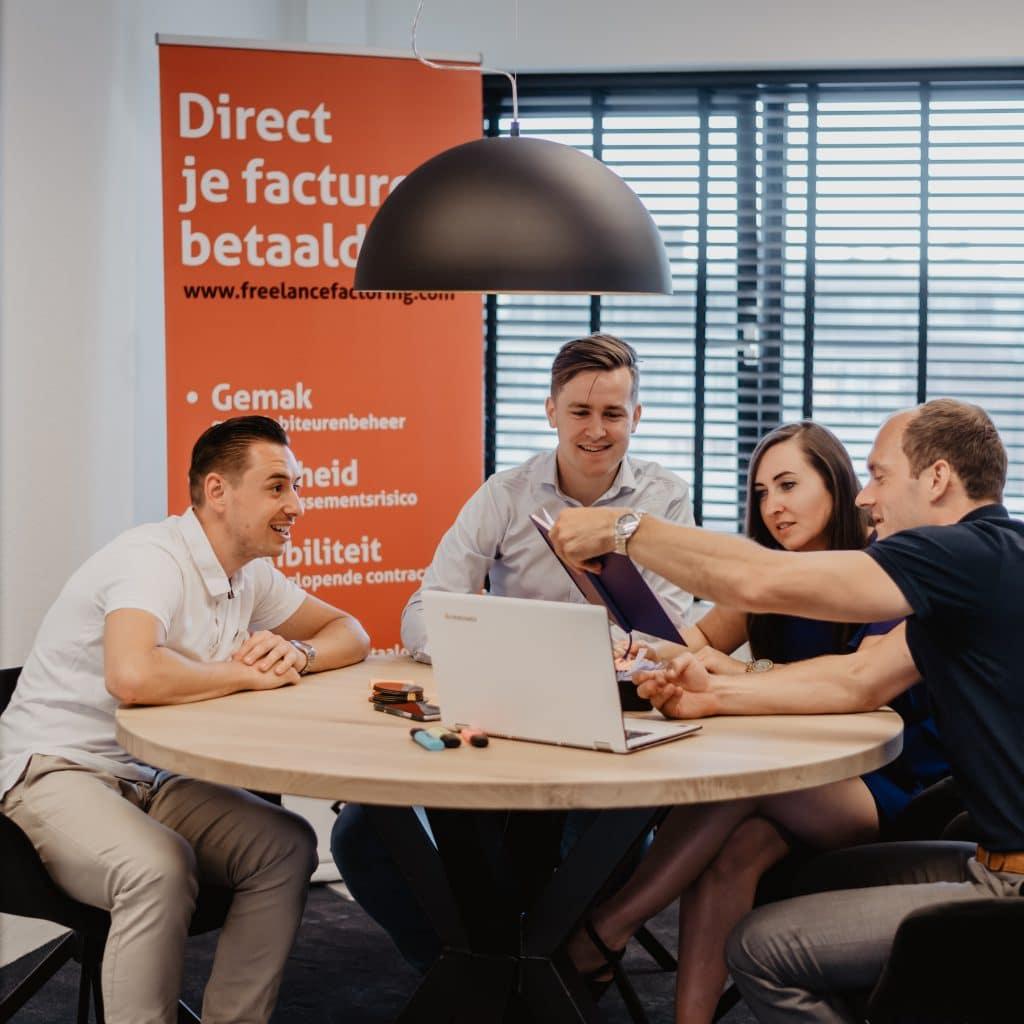 Het freelancefactoring team legt uit hoe factoring werkt